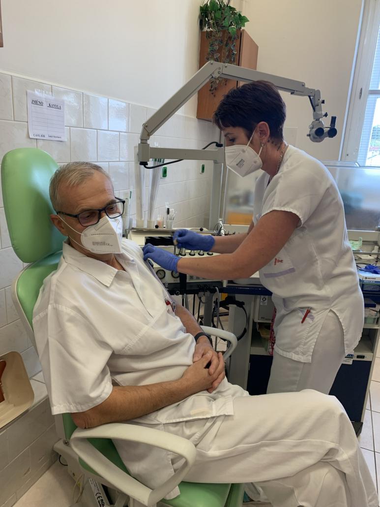 FNUSA očkuje zájemcům třetí dávky po 60 dnech