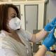 Očkování pokračuje, o třetí dávky je mezi zdravotníky zájem