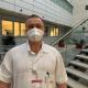 Lékař v nemocničním prostředí.